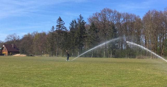 Automatyczny system nawadniania – na boisku ośrodka